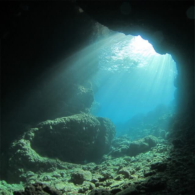 沖縄真栄田岬青の洞窟
