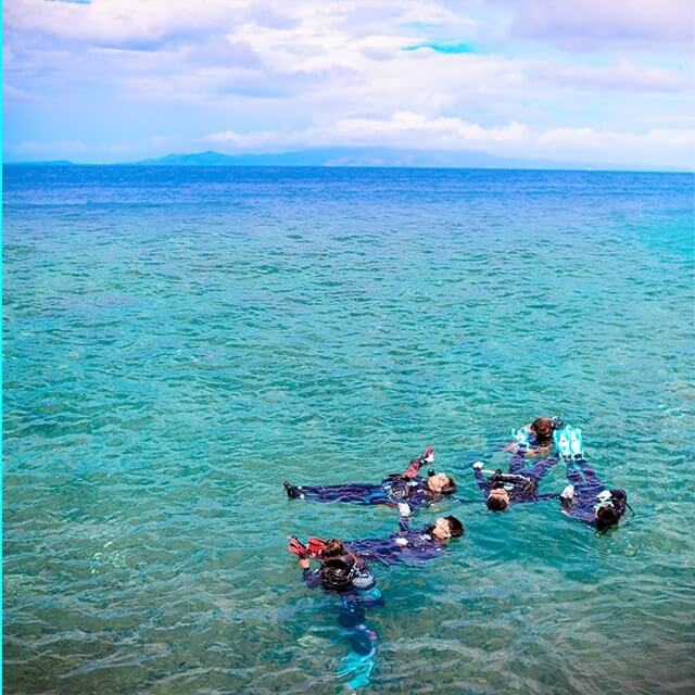 冲绳县真荣田海角蓝的洞内浮潜旅游