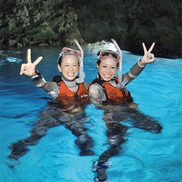 冲绳县真荣田海角WEB限定包租向导蓝的洞内浮潜旅游