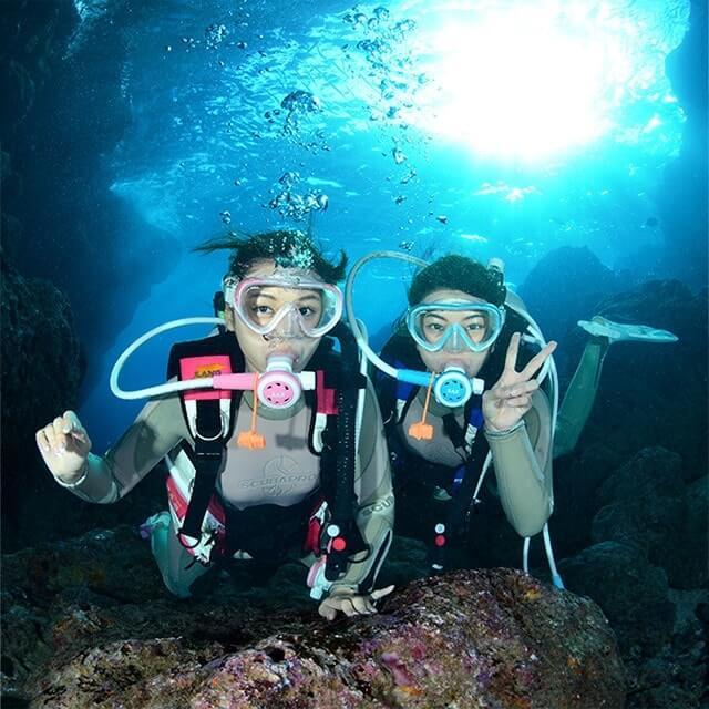 冲绳县真荣田海角蓝的洞窟体验潜水旅游